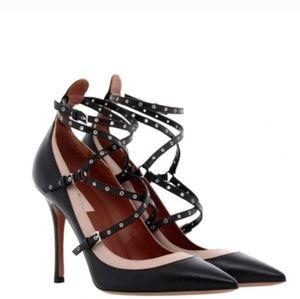 Love latched Valentino shoe size 38 and a half sli